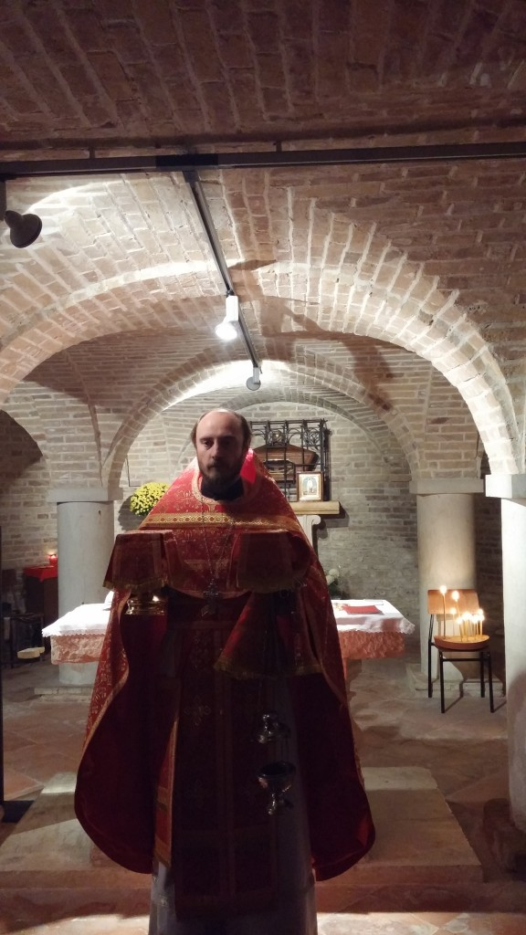 08.11.14 Dumnezeiasca Liturghie la Moastele Sf. Mare Mucenic Dimitrie.
